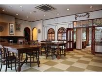 ロビ-&レストラン 落ち着いたアンティーク家具