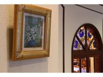 館内の絵画 絵画とステンドグラス