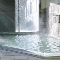 早朝でも夜間でも、朝9時までは入り放題の浴場。ご出発前にもう一度入って、清々しい朝をどうぞ。