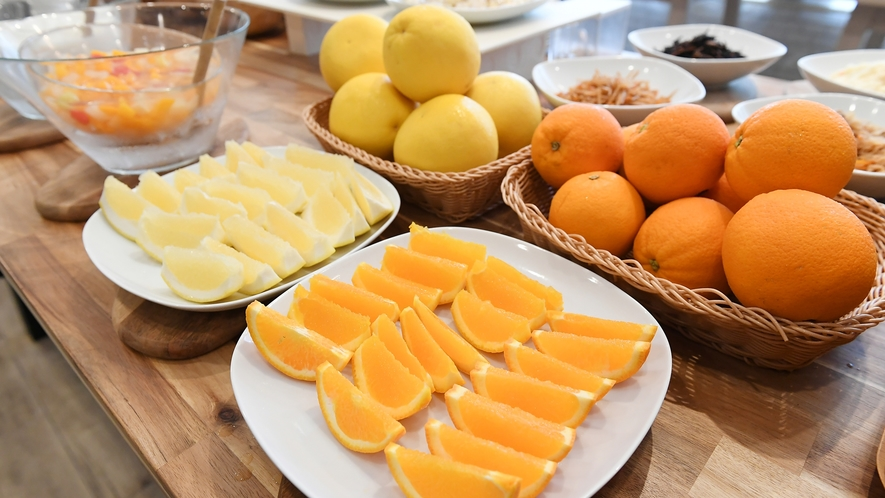 【朝食ブッフェ】サラダやフルーツ、シリアルにパン、和も取り入れてお好きなものをお好きなだけ