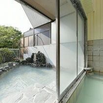 露天風呂もチェックインから朝9時まで何度でもお入りいただけます!
