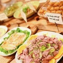 【夕食 ハーフブッフェ】メインと前菜のほかはお好きなものをお取りください☆