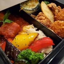【夕食ボックス】ボックスの1段目です♪色鮮やかな料理をお楽しみくださいませ!