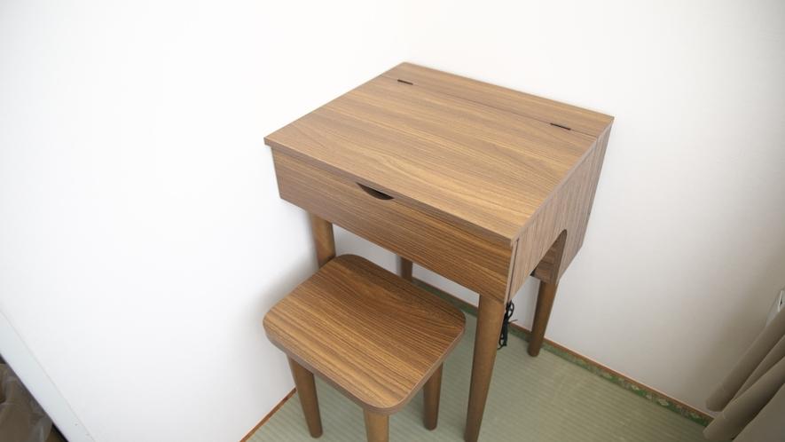 【和室】10畳★芦ノ湖ビュー★蓋を開けると鏡台に!閉めれば机としても使用可能です♪