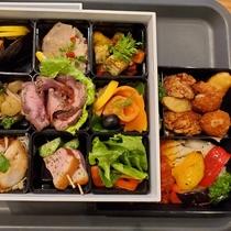 【夕食ボックス】夕食は全部で3段のボックススタイル。質も量も大満足♪