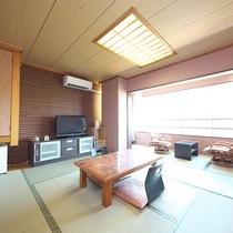 【和室】10畳(最大3名利用)★芦ノ湖ビュー★ やはり畳の匂いが落ち着きますね。