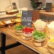【夕食 ハーフブッフェ】夕食のハーフブッフェは色々選べてうれしいサービスです(^^)/