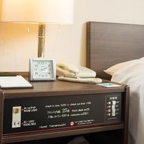 *客室/ベッドサイドにコンセントがあり便利♪