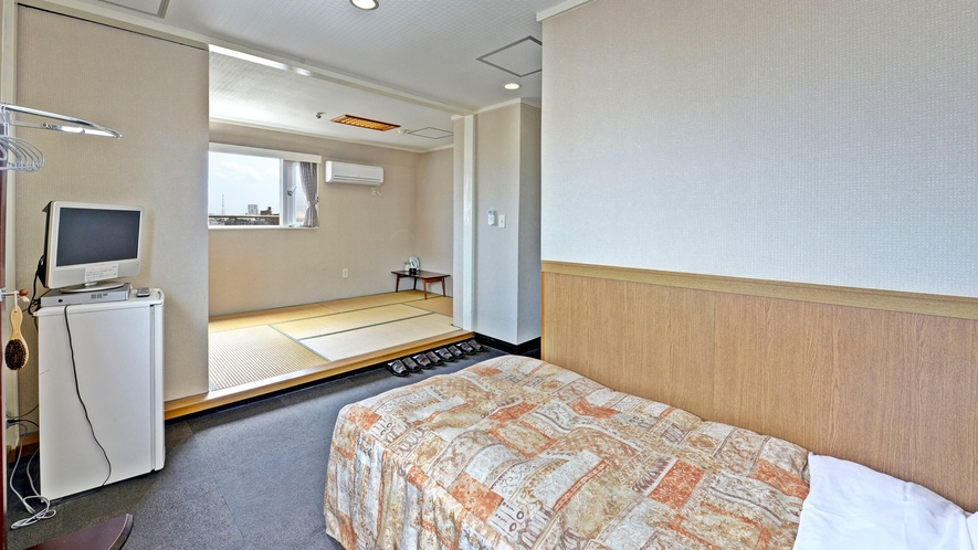 *【客室一例/和洋室】ベッド1台+和室5畳。全室WiFi完備で光インターネット対応です!