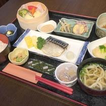 *朝食/和食のプレート朝食。洋食又は和食を館内のレストランでご用意いたします。