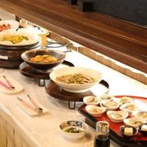 【朝食/一例】沖縄の食材を使った料理もご用意しています。