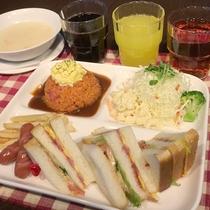 *朝食/洋食のプレート朝食。洋食又は和食を館内のレストランでご用意いたします。
