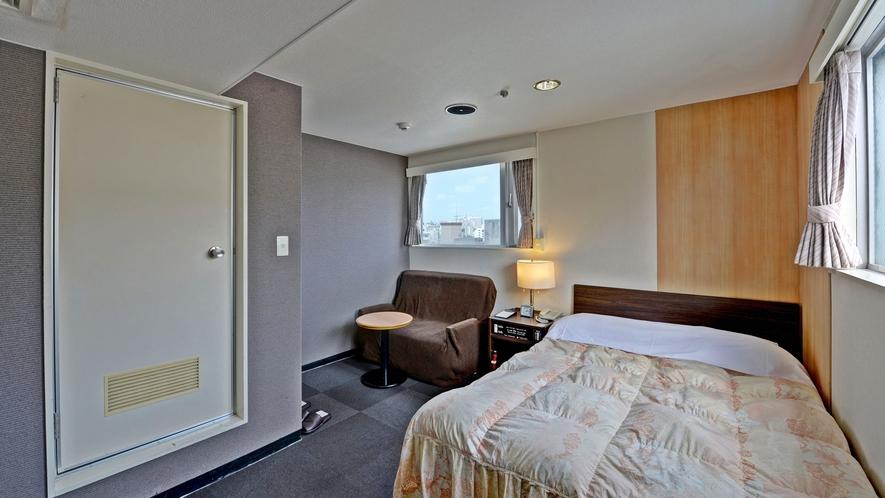 *【客室一例/ダブルルーム】広めのベッドでゆったりとご利用いただけます!