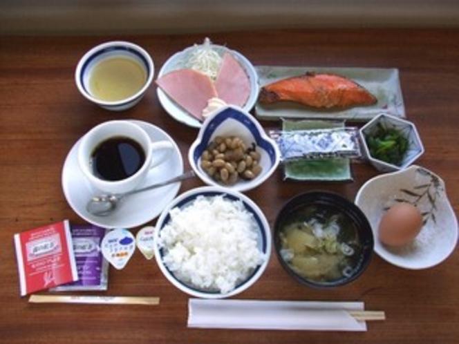 朝食600円