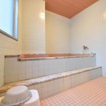 女性は2階にあります中浴場をご利用頂けます。