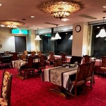 ラウンジ・夕食会場/おいしいお酒とお食事。ごゆっくりおくつろぎ下さい。