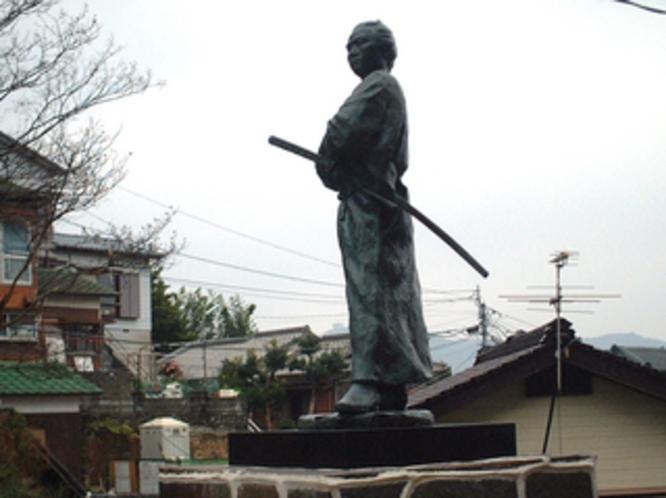 若宮稲荷神社の龍馬像