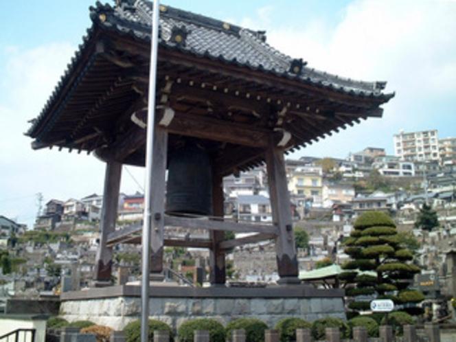 本蓮寺の鐘(当館隣)