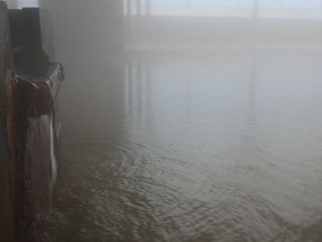 源泉掛け流し!熱塩温泉の観音風呂 湯出口