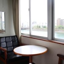 <お部屋>川側|和室/坂本竜馬が泳いだ「鏡川」が望めます