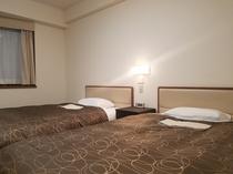 ツインルーム         【22㎡ ベッド幅120cm×2台】