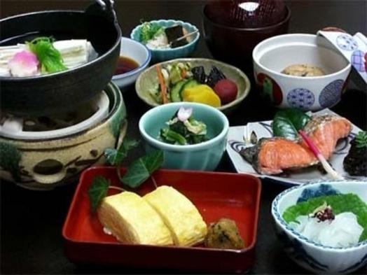 【朝夕部屋食で快適】板長季節の特選会席プラン