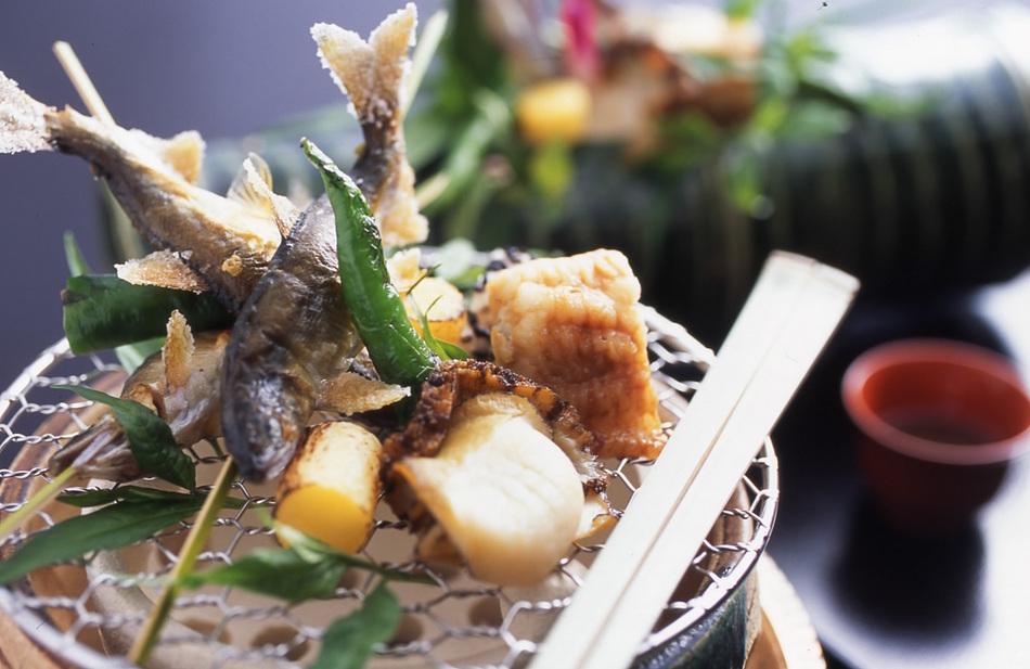 初夏の味覚『稚鮎の焼き物』