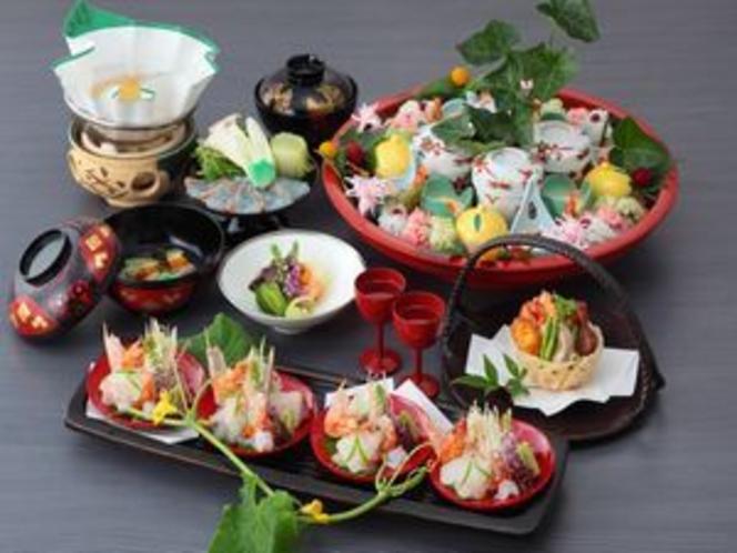 季節の本格京会席は月替わり。旬の味覚をご賞味ください