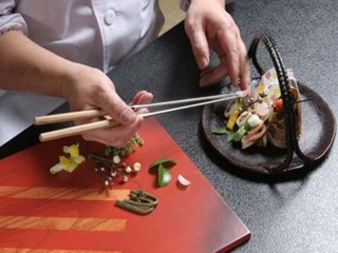 """""""京の名工""""選出 熟練料理長の繊細な技を一皿一皿に表現"""