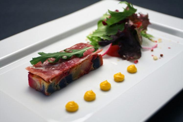 根菜のフォンダン、ガトー仕立て リーフサラダを添えて(2013冬)