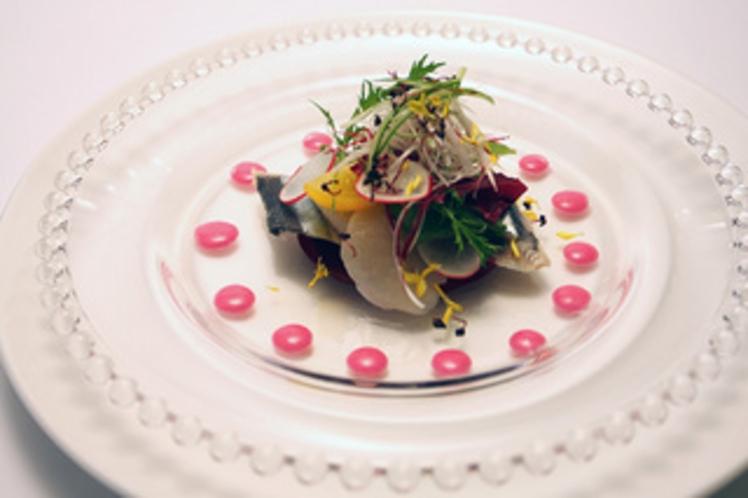 秋刀魚、帆立、ビーツのマリネ リーフサラダ添え(2013秋)