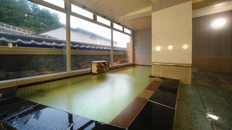 【石風呂】19時に黄金風呂と男女が入れ替わります。落ち着いた雰囲気でリラックス。3種類のみかげ石使用