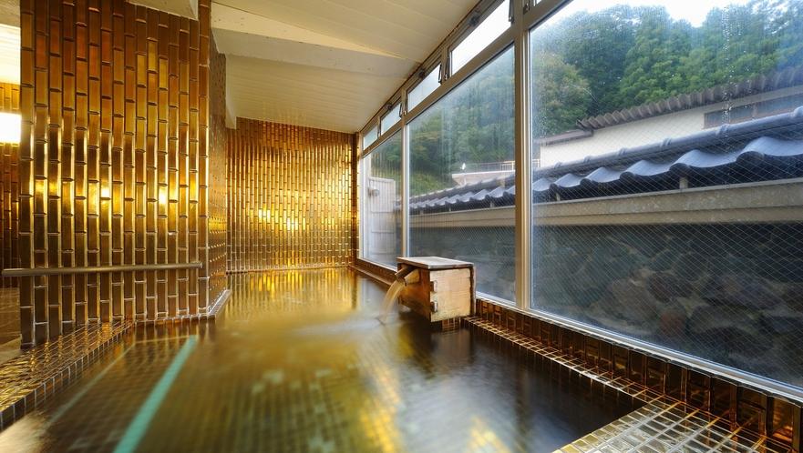 【黄金風呂】キラキラした金色タイルのお風呂。縁起のいい開運風呂