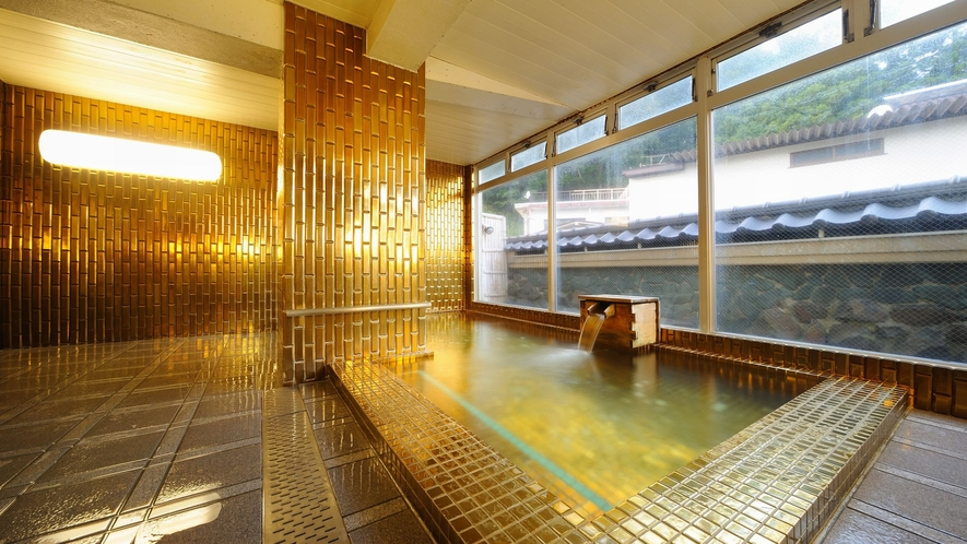 【黄金風呂】19時に石風呂と男女が入れ替わります。