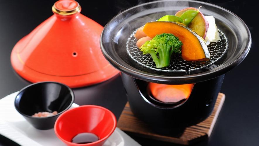 【朝食】タジン鍋で調理したヘルシーな温野菜とソーセージです
