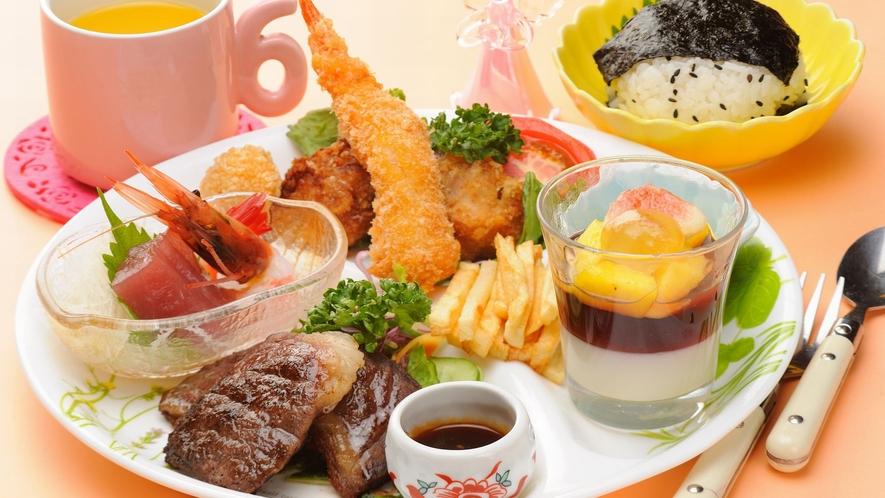 【夕食】幼児の方には「お子様ランチ膳」、小学生の方には「お子様膳」をご用意。