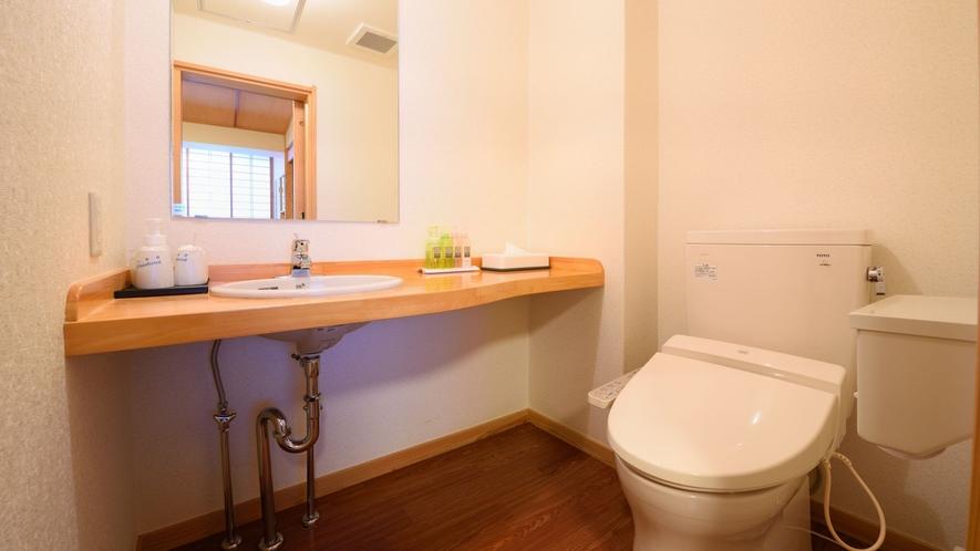 モダン和室、洋室ツインはお手洗いもリニューアル。※形状はお部屋によって異なります。