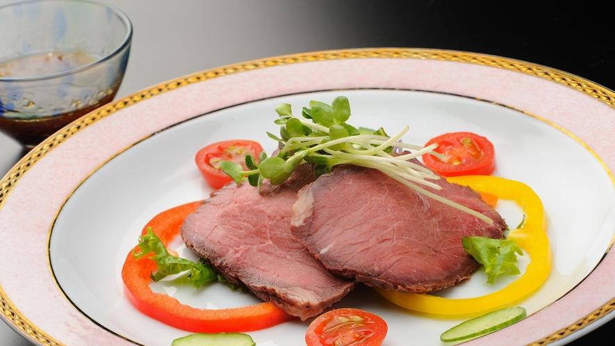 【夕食】グレードアッププラン 料理一例 ローストビーフ