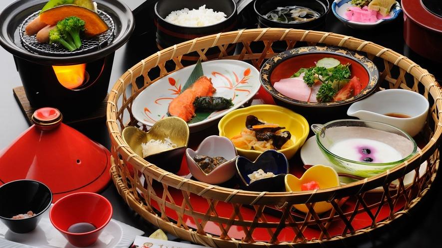 【朝食】焼き魚やサラダなど豊富なおかずをご用意いたしました。
