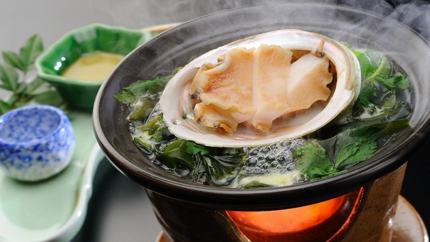 【夕食】グレードアッププラン料理一例 あわび陶板焼き