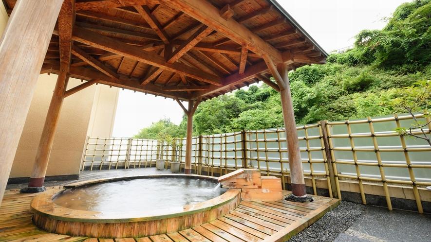 新緑を見ながらの朝風呂もお勧めです。