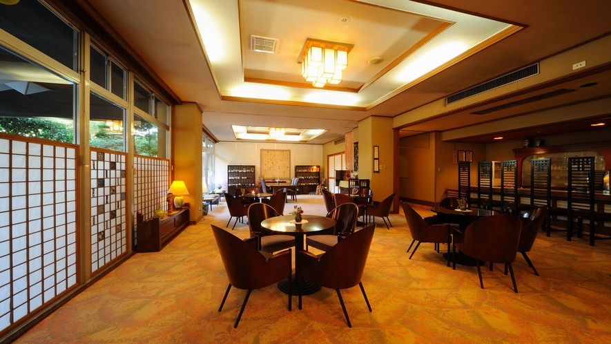 ラウンジには新聞や観光ガイド、無料PCスペースがございます。ご歓談の場にお使いください。