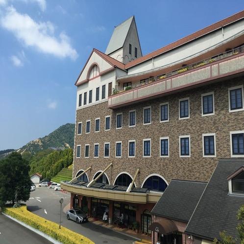 新居浜から一足伸ばして:タオル美術館(今治市:ホテルから車で約1時間)★タオル工場見学もできます。