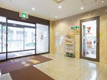 セブンイレブン・ハートイン(館内入口)