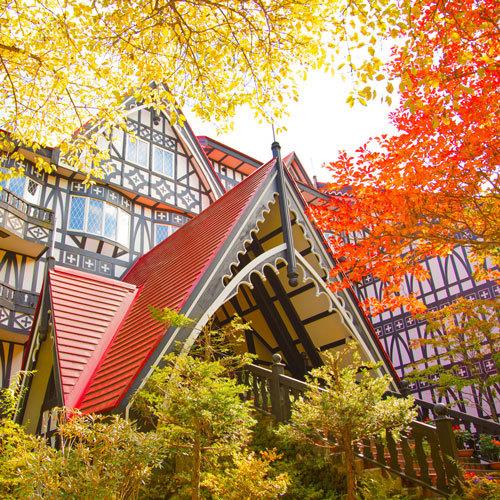 ホテル敷地内で紅葉が楽しめます