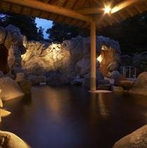 奥軽井沢温泉「暁の湯」・露天岩風呂(夜)