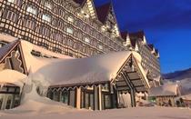 ホテル目の前には白馬コルチナスキー場のゲレンデが