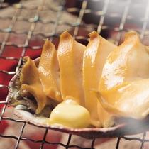 鮑の炭火焼き(別注の場合、お一人様1700円)