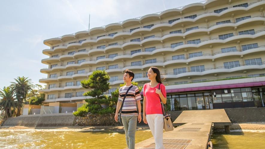 ホテル裏の桟橋で朝のお散歩♪