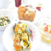 バイキングの朝食(サラダ一例)